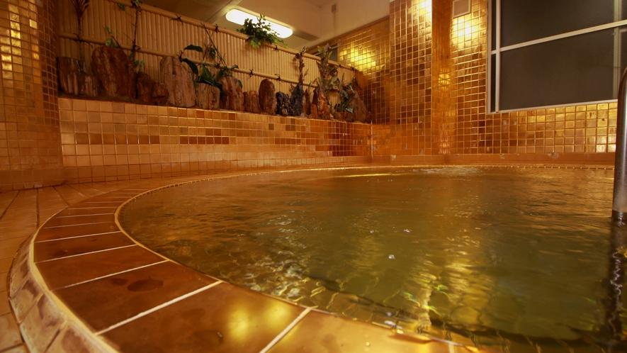 豊富な湯量の天然温泉は黄金で肌あたりも柔らかく感じます
