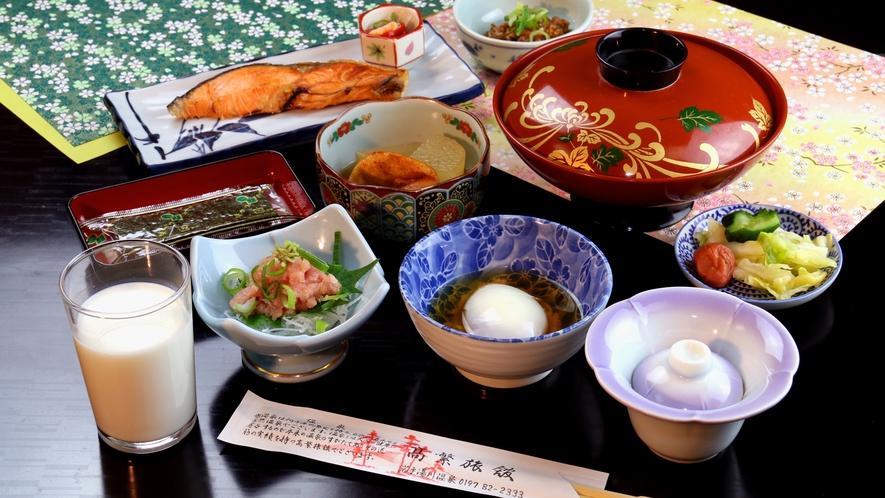 【朝食】朝食は1日の元気の素、しっかり食べて健康に和定食をご用意、自家源泉で作った温泉卵は絶品です
