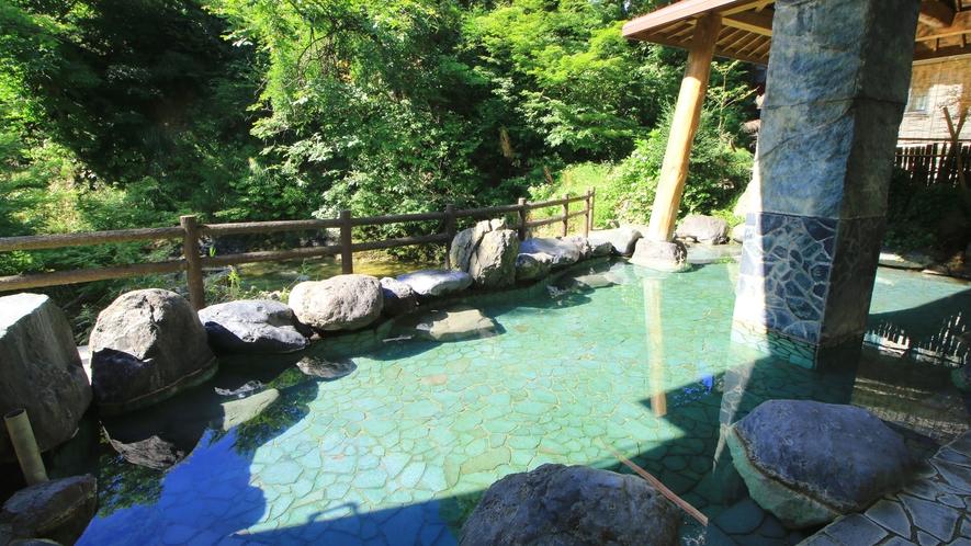 湯量豊富な露天風呂は広々とご入浴いただけます♪