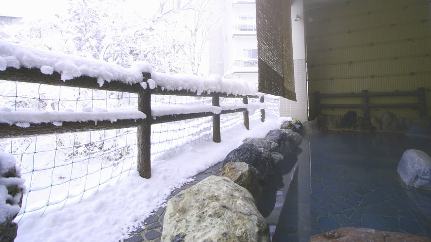 冬の露天風呂 雪景色とともにお楽しみください♪