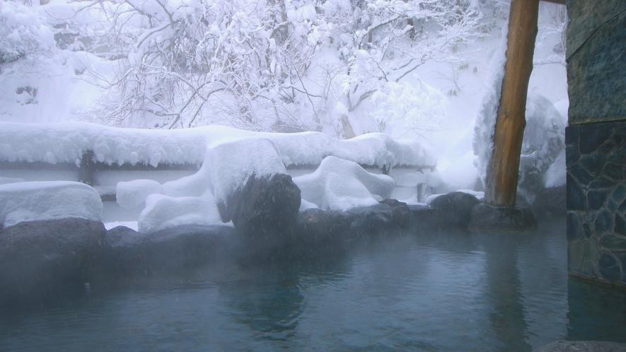 冬の露天風呂 雪景色とともに雪も感じながらお楽しみください ♪