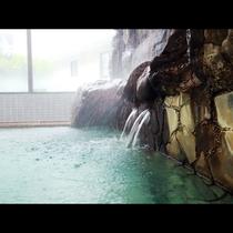 あふれる温泉は源泉掛け流しの薬湯
