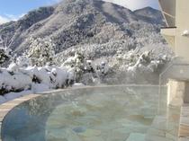 冬は壮観な雪景色もお楽しみ頂ける露天風呂(男性用)