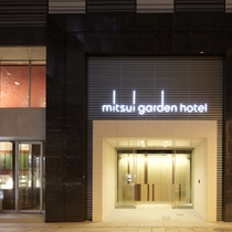 ホテルエントランス     上野駅が目の前だから安心です