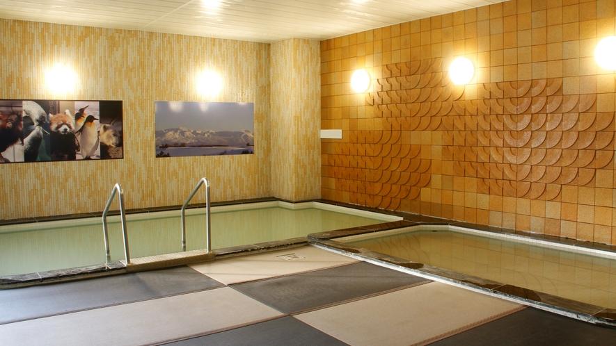 2Fの浴場 畳み敷きで滑りにくく、安心です