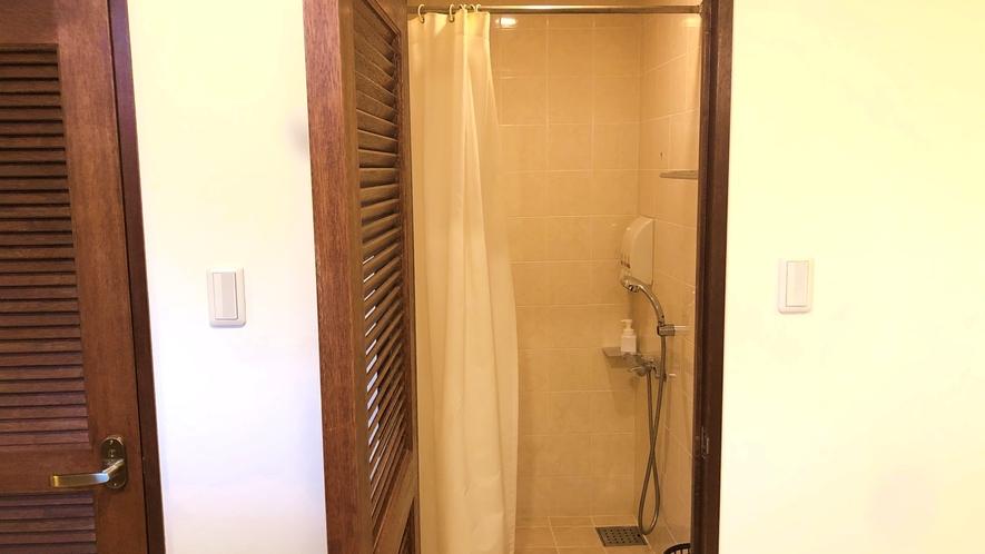 ≪シャワールーム≫清潔感たっぷり広々シャワールームがあります♪