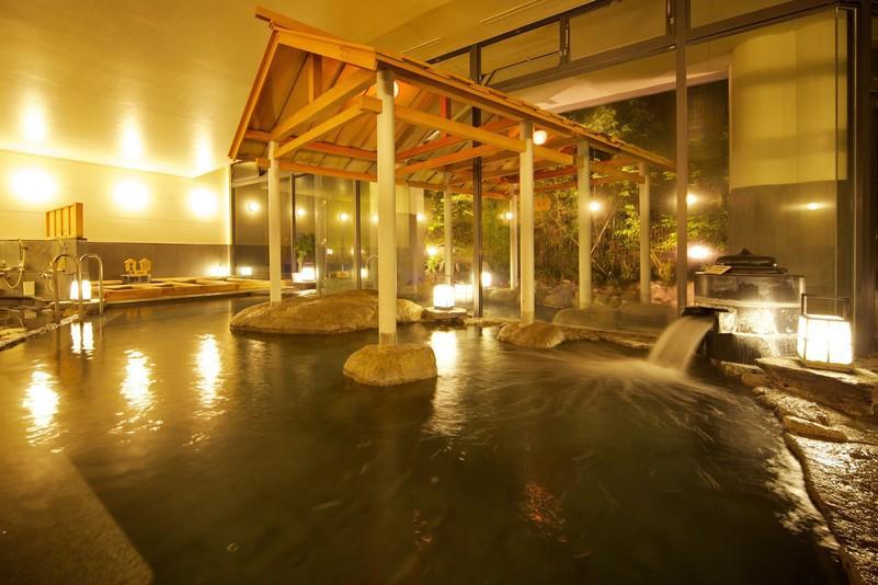 広々とした道後温泉の湯を楽しめる大浴場