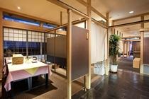 【レストラン四季】間仕切りの付いた個室風の作りになります。