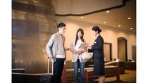 観光案内やサービス等はフロントで承ります