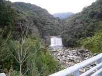 枇杷窪(びわんこ)の滝