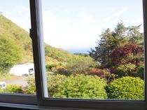 【客室窓からの風景】客室からは津軽海峡、前方に下北半島を望めます。