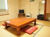 【和室(一例)】客室からは津軽海峡、前方に下北半島を望めます。