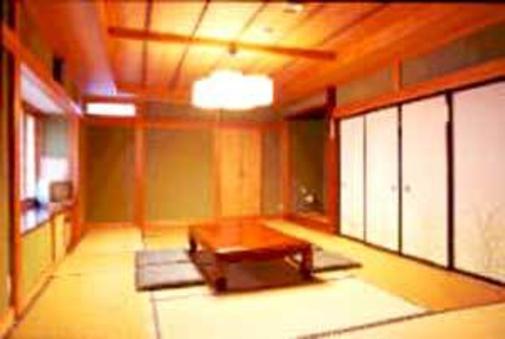 【禁煙】ふすまで2間にできる広い和室