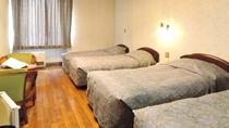*【客室一例】ベッド4台・洋室フォース(バストイレ付)の客室です。