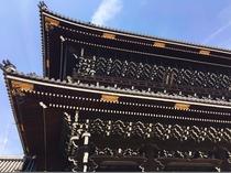 【東本願寺】大きな山門が目印。京都駅から徒歩数分。