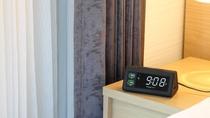 【レギュラーフロア】 USBポートが前面に2つある目覚まし時計