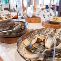 ◆朝食バイキング◆高知県中土佐町にある大正市場の有名店・田中鮮魚の干物です