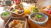 ◆朝食バイキング◆和洋取り混ぜたメニューが充実しています。こだわりのフレッシュジュースもご用意
