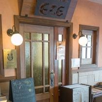 レストラン・エズのフロント側入り口