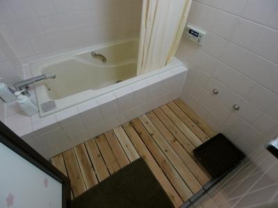 【お子様連れ向け共用の浴槽付きバスルーム】(リンスインシャンプー、ボディソープ有り)