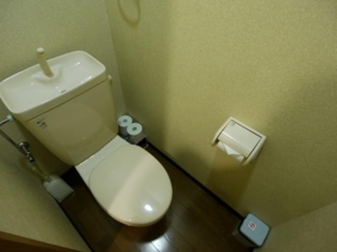 【バストイレ付き個室のトイレ】 バスとトイレがセパレートタイプとなっております♪