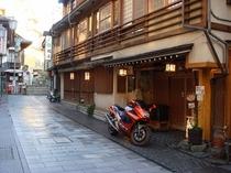 当館前のバイク