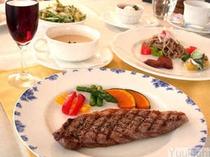 夕食レギュラーコース税込¥3240。オードブル・スープ・メイン・サラダ・ご飯・デザート・飲み物の構成