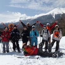 *[アクティビティ]老若男女参加がしやすいスノーシュー。御岳山を背景に記念写真はいかがですか?