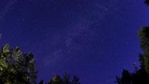 *[庭から見える星空]晴れた日には天の川をはじめとする美しい星空を鑑賞できます。