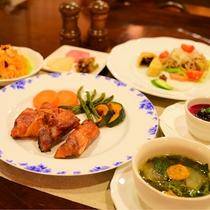 *[夕食(全体)一例]主に信州産の食材を使用した、手作りの洋風コース料理