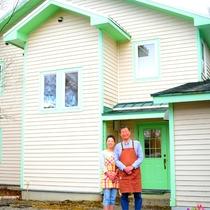 *[オーナー夫妻]開田高原の大自然に囲まれた温かいおもてなしの宿、ペンション遊基地へようこそ!