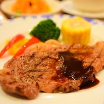*[夕食一例]ご当地牛!信州牛ステーキ。自家製のソースでどうぞ