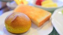 *[朝食一例]ホカホカの焼き立て自家製抹茶パン