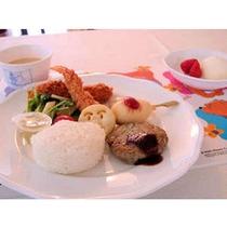 小学低学年まで向けのお子様ディッシュ(税込¥1620)。カップスープとデザートも付きます。