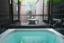 坪庭を眺めながらのお風呂