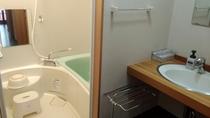 【特別室の洗面台と浴室】一例