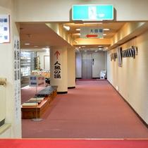 エレベーターへの廊下