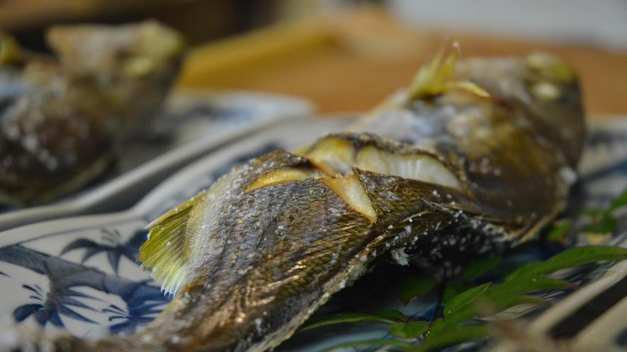 お食事の一例 イサキの塩焼き(秋)
