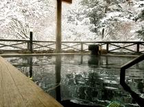 冬の雪見露天