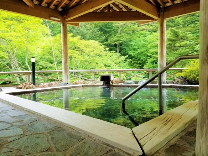 【新緑】檜露天風呂
