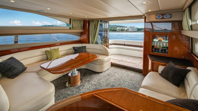 【クルーザーキャビン】ヨットハーバーで海の上のグランピングステイを満喫