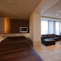 ≪ドッグフレンドリーグランデ(タイルフロア)≫ベッド3台を設えたワンちゃんと宿泊可能な客室※イメージ