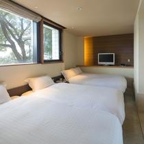 ≪ドッグフレンドリーグランデ(タイルフロア)≫セミダブルサイズのベッド2台にキングサイズベッド1台を