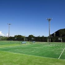 【ホテル周辺】サントピアマリーナのテニスコートはホテルから徒歩で約5分