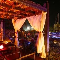 プールサイドのプライベート空間としてお寛ぎ頂ける休憩スペース「カバナ」(有料:2時間1,000円~)