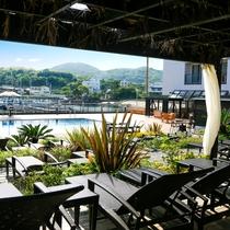 日除け屋根&カーテン付カバナでリゾートプールならではのラグジュアリータイム 有料:2時間1,000~