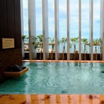 グループホテル内のスパテラス水月「淡路棚田の湯」の竹炭の湯