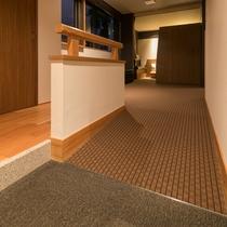 ≪ファミリーグランデ≫バリアフリーを意識したスロープのあるお部屋も