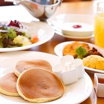 【選べる4種の朝食】パンケーキセット(イメージ)