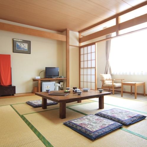 和室10畳のお部屋です